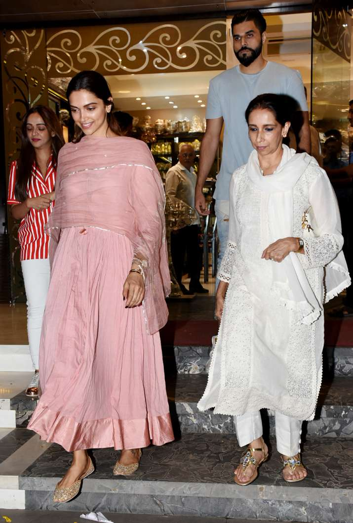 India Tv - Deepika Padukone spotted with mother in Mumbai