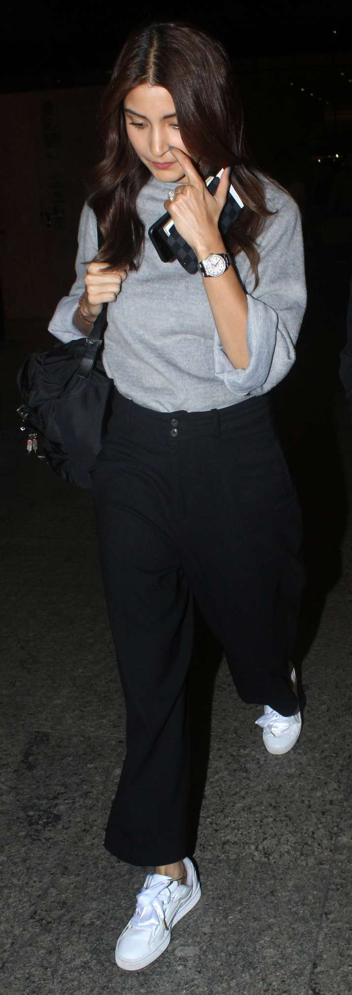 India Tv - She completed her airport look with a pair of white sneakers. Just like usual, she was wearing minimal makeup.