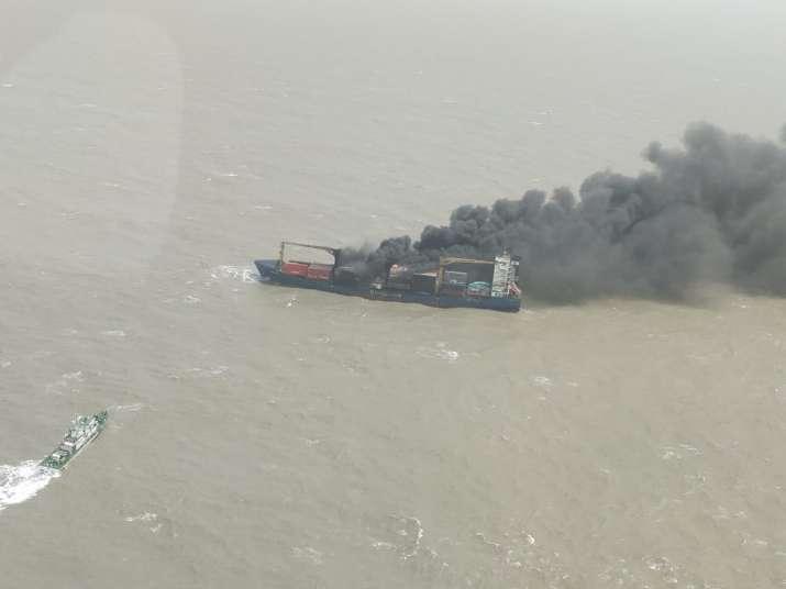 India Tv - Indian Coast Guard ship Rajkiran has rescued 11 out of 22 crew members