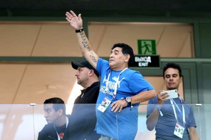 Diego Maradona Is Argentina S Biggest Fan And Distraction Soccer News India Tv