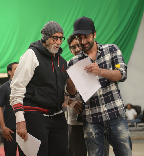 India Tv - Amitabh Bachchan and Ranbir Kapoor's candid pictures from Brahmastra sets.