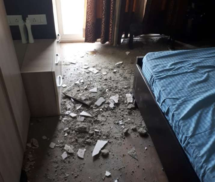 India Tv - The maintainance team on site said that the plaster on the roof fell because it was unsually thick, the homeowner claimed.