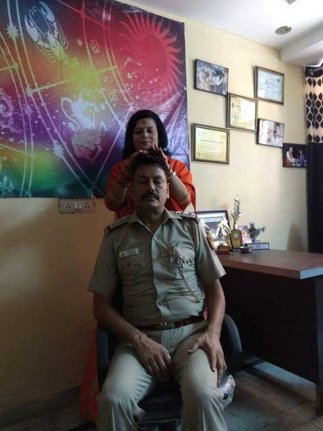 Delhi cop transferred after photo with godwoman 'blessing'