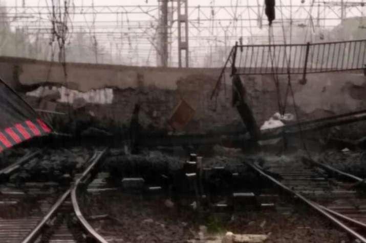 India Tv - Part of foot overbridge collapses at Andheri railway station