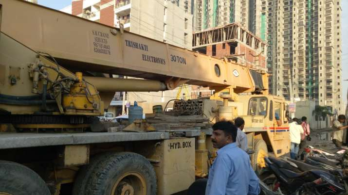 India Tv - High-capacity crane being used to clear the debris