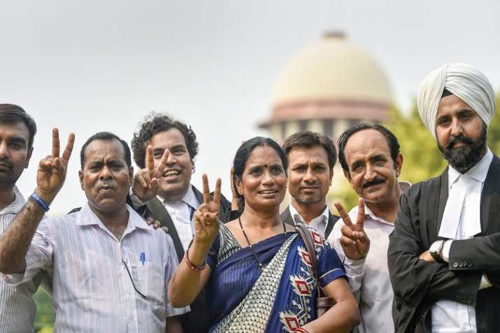 Nirbhaya's parents show victory sign after the Supreme