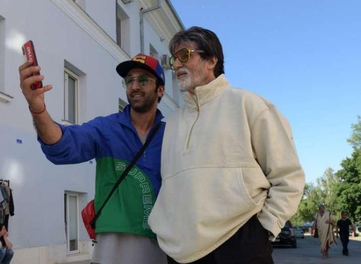 Ranbir Kapoor and Amitabh Bachchan clicking selfies