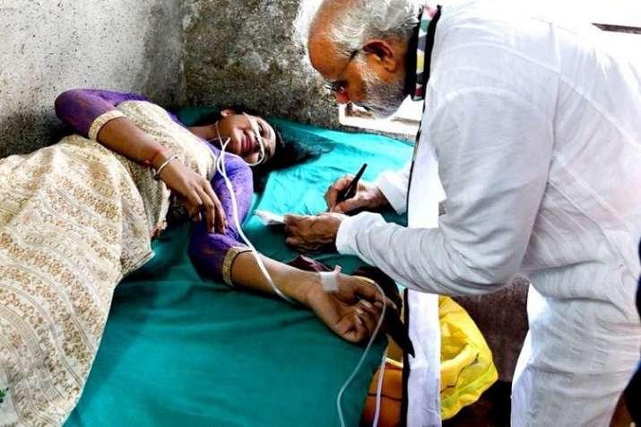 PM Modi meeting Rita Mudi at a hospital.