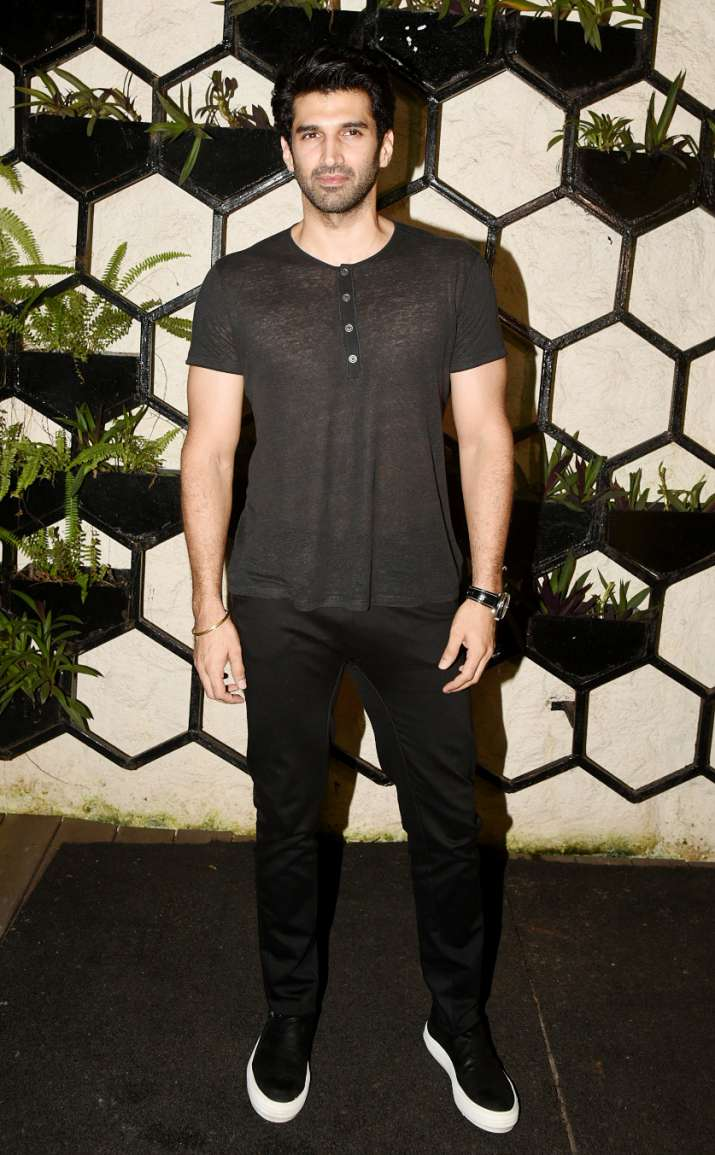 India Tv - Aditya Roy Kapur atDinesh Vijan and Kriti Sanon's birthday party