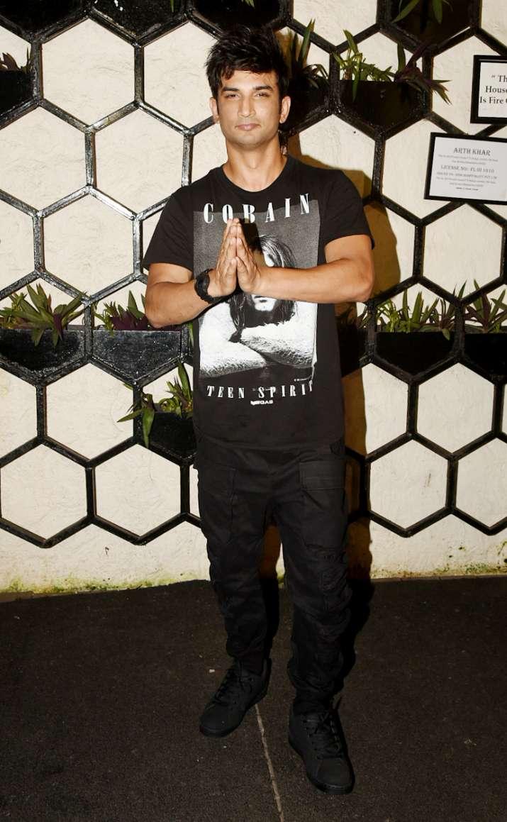 India Tv - Sushant Singh Rajput atDinesh Vijan and Kriti Sanon's birthday party