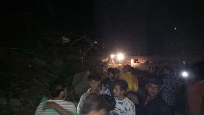 India Tv - The NDRF team is on the spot, but eye witnesses have told India TV that the massive amount of debris and narrow streets are making rescue ops difficult.