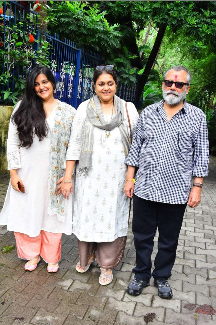 India Tv - Pankaj Kapoor, Supriya Pathak and Sanah Kapoor