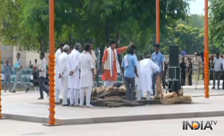 India Tv - Preparations underway at Smriti Sthal for cremation of former PM Vajpayee