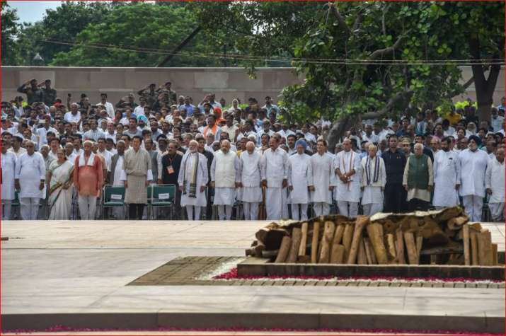 India Tv - Vice President M Venkaiah Naidu, Prime Minister Narendra Modi and other dignitaries during the cremation of former prime minister Atal Bihari Vajpayee.
