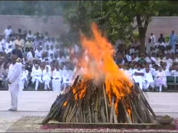 India Tv - Vajpayee's mortal remains consigned to flames at Smriti Sthal