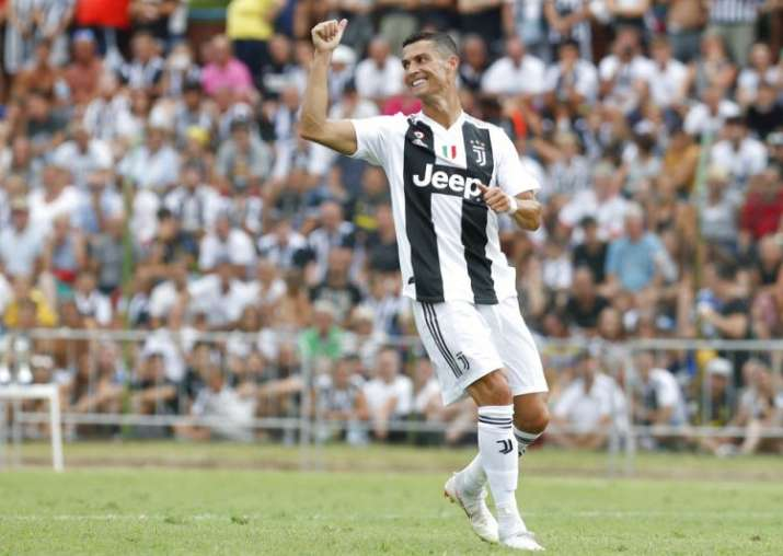 pretty nice f7be3 5e594 Cristiano Ronaldo makes Juventus fans wait only 8 minutes ...