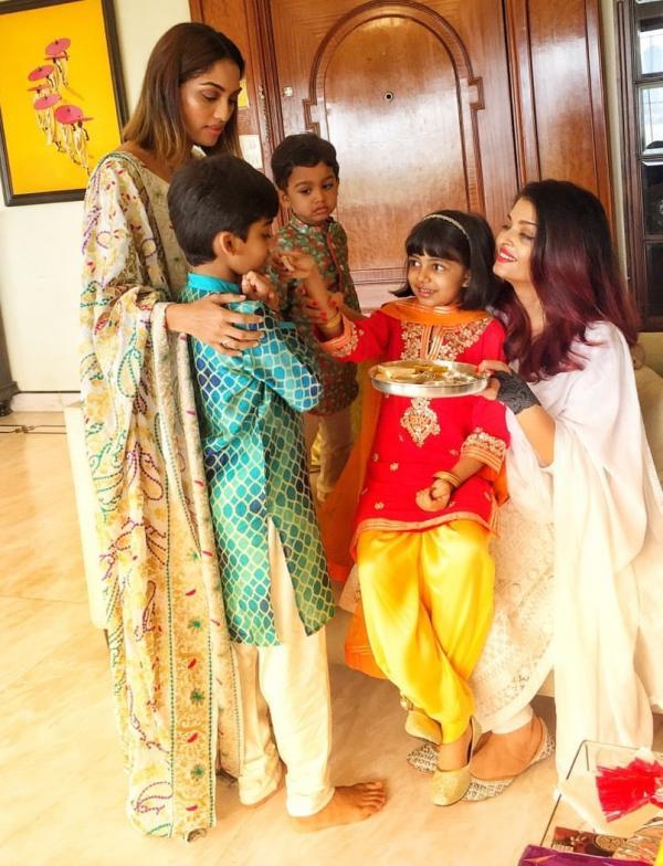India Tv - Aaradhya Bachchan celebrating Raksha Bandhan