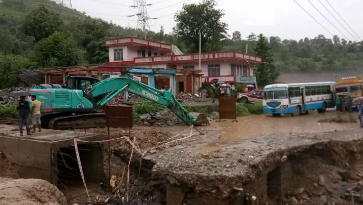 Himachal Pradesh: A landslide has occurred in Banala area