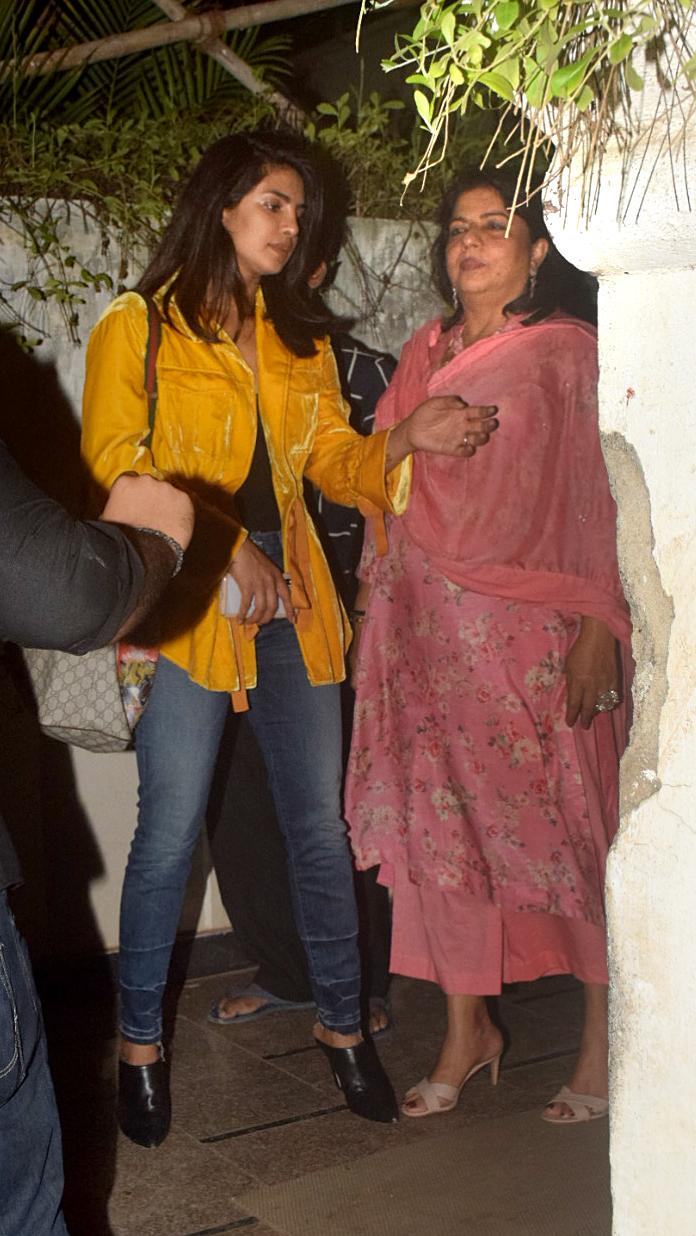 India Tv - Priyanka Chopra with mother Madhu Chopra at Srishti Behl Arya's house.