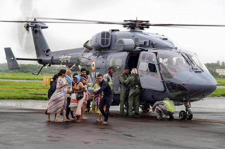India Tv - Air Force personnel carry out rescue operations at a flood-affected region in Kochi (Photo/PTI)