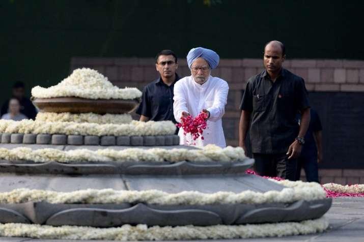 India Tv - Manmohan Singh pays tribute to former PM Rajiv Gandhi