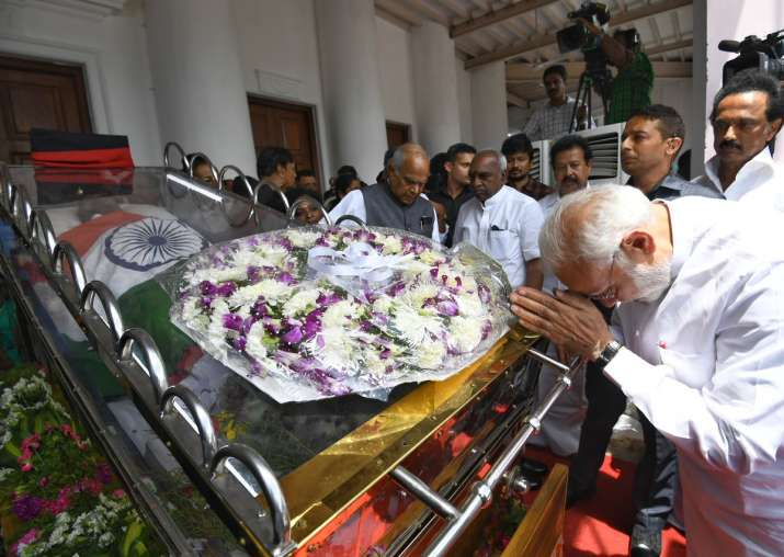 India Tv - PM Narendra Modi pays last respects to Karunanidhi at Chennai's Rajaji Hall. (Photo/Twitter/@narendramodi)
