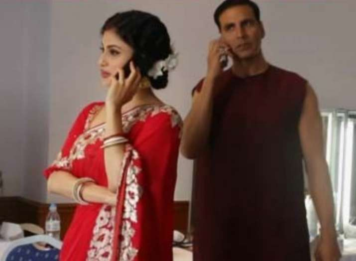 Gold: Akshay Kumar gives Best Husband Beater Award to Mouni