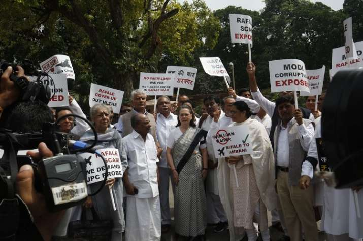 India Tv - Sonia Gandhi and leaders of Opposition parties protest against Modi government outside Parliament on Friday, August 10, 2018. (Photo/IndiaTV)