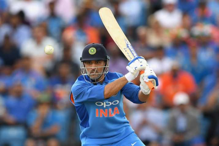 Sunil Gavaskar advices MS Dhoni to play domestic cricket to get back in form