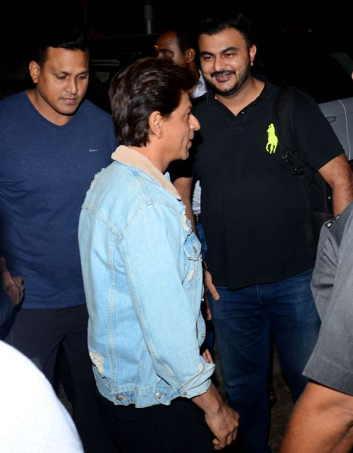 India Tv - Shah Rukh Khan hugs Aayush Sharma