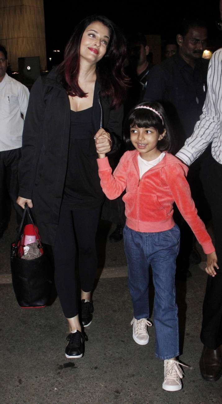India Tv - Aaradhya and Aishwarya Bachchan