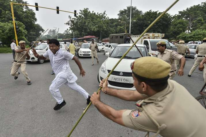 Policemen lathi-charge on members of Indian Youth Congress