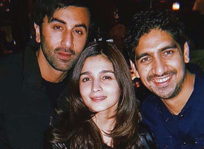 Alia Bhatt chills with Ranbir Kapoor and Ayan Mukerji