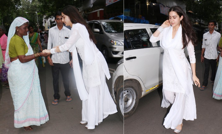 sara ali khan helping poor at temple
