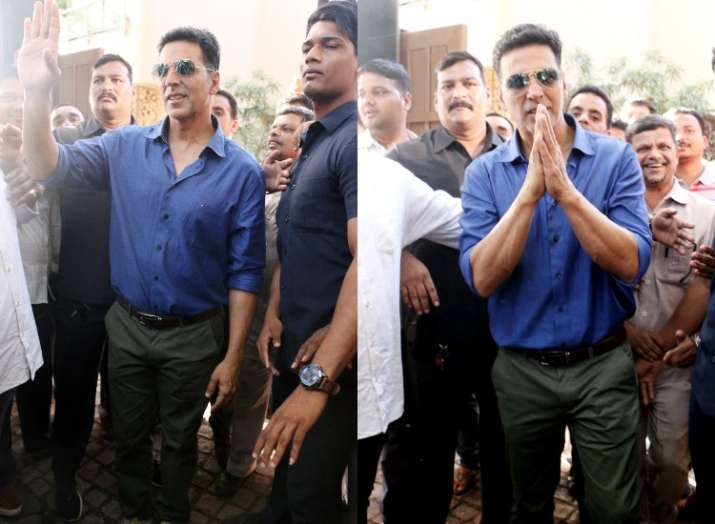 Akshay Kumar celebrates birthday with fans waiting outside
