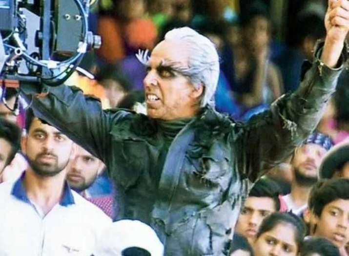 Twitterati takes jibe at Akshay Kumar, Rajinikanth's crazy stunts and mind-boggling VFX