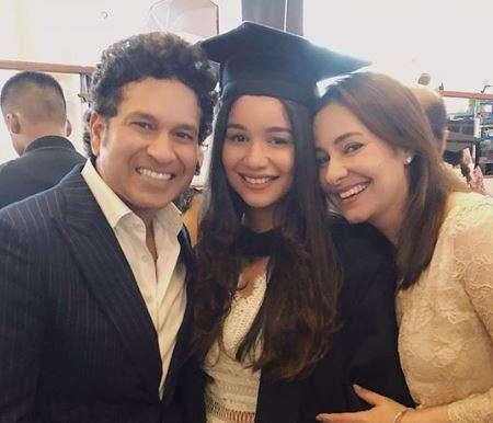 India Tv - Sara Tendulkar celebrates with proud parents Sachin and Anjali