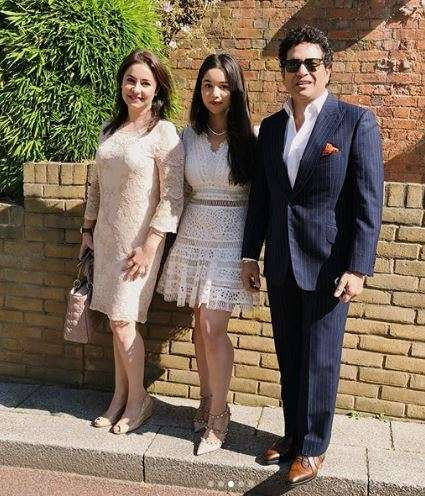 India Tv - Sara Tendulkar posing for a photo with father Sachin and mother Anjali.
