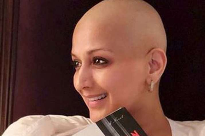 Metastatic cancer patient, Sonali Bendre is keeping her book club running with determination