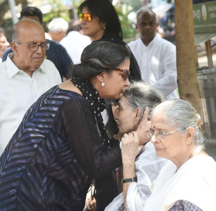 India Tv - Kalpana Lajmi funeral pics