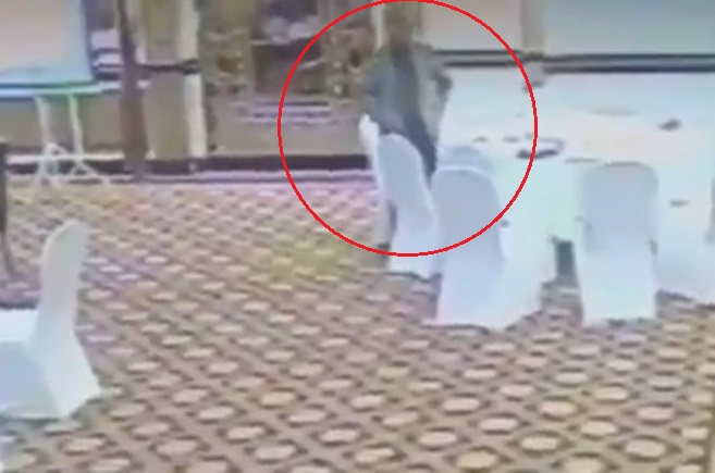Pak bureaucrat suspended after video of him stealing