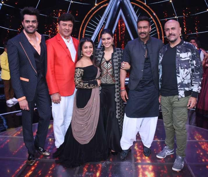 India Tv - Kajol and Ajay Devgn on Indian Idol 10 sets