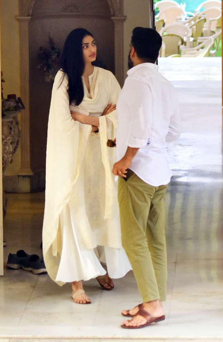 India Tv - Suniel Shetty and Athiya