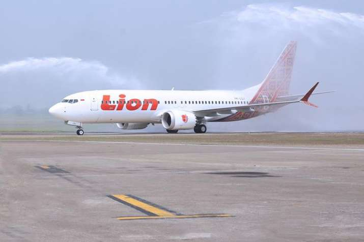 buy detailed images for whole family Lion Air Boeing 737 MAX crashes in sea 13 minutes after take ...