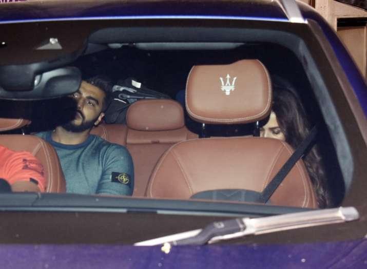 India Tv - Arjun Kapoor, Malaika Arora attend Sandeep Khosla's house party together