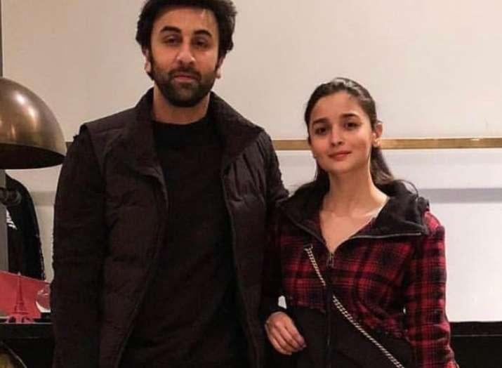 latest bollywood celebrities Ranbir Kapoor Alia Bhatt twin in black go shopping in New York City