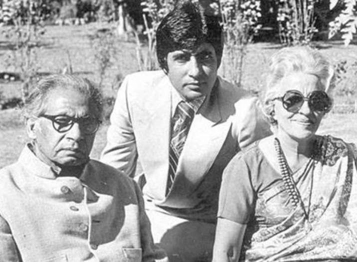 India Tv - Amitabh Bachchan with his parents Harivansh Rai Bachchan and Teji Bachchan
