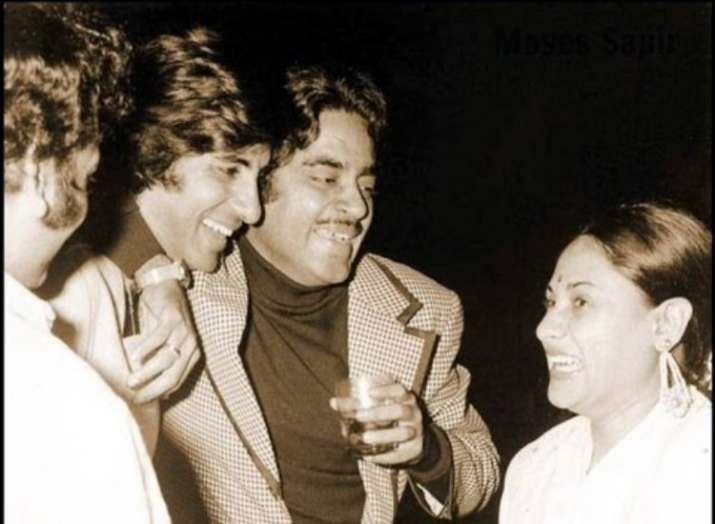India Tv - Other than his family, Amitabh Bachchanhas always maintained good bonds with his co-actors
