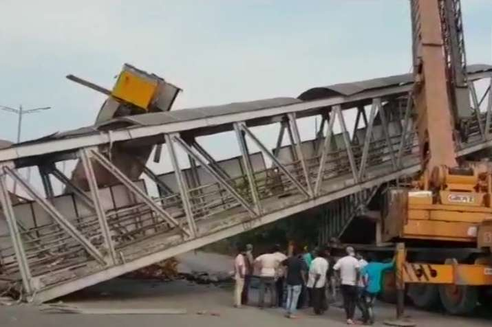 Part of a foot over-bridge collapsed near Vashi Police Naka
