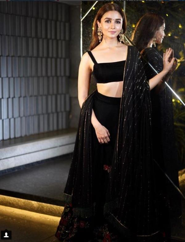 India Tv - Alia Bhatt exudes hotness in black forShah Rukh Khan's Diwali party